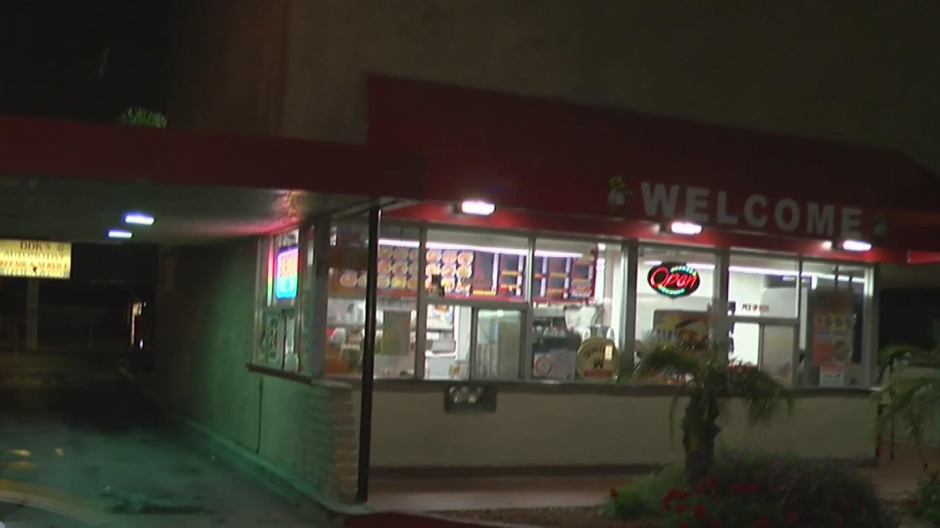 Hombres armados y encapuchados robaron un restaurante for Areas de un restaurante