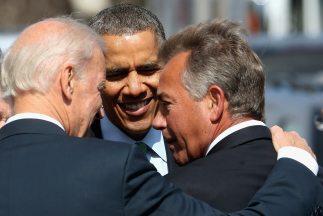 De izquierda a derecha, el vicepresidente de Estados Unidos, Joe Biden,...