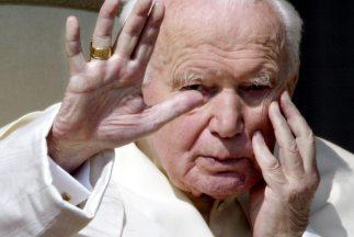 El Papa Juan Pablo II (Karol Wojtyla) fue electo en el Cónclave celebrad...