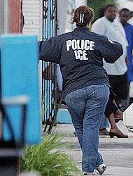 Agente federal de la Oficina de Inmigración y Aduanas (ICE).