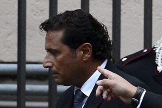Schettino está acusado de homicidio culposo múltiple, abandono de nave,...