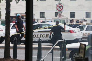 Policías cercaron la zona del Capitolio tras el tiroteo de este jueves q...