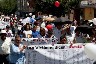 Miles de mexicanos participaron de la Marcha por la Paz en México. La vi...