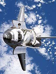El transbordador Discovery postergó su regreso a Tierra por mal tiempo f...