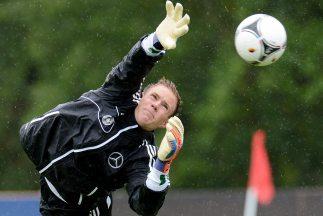 La nueva decisión del portero alemán hace pensar que los rumores que apu...