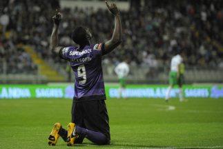 Jackson Martínez celebra su segundo gol.