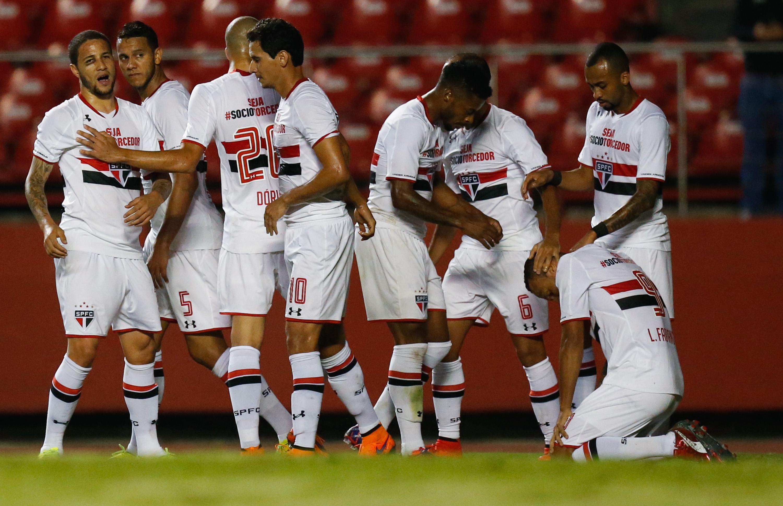 Mesa De Jantar Dobrável Que Vira Aparador ~ Sao Paulo vence 1 0 al Chapecoense y es líder en Brasil Univision