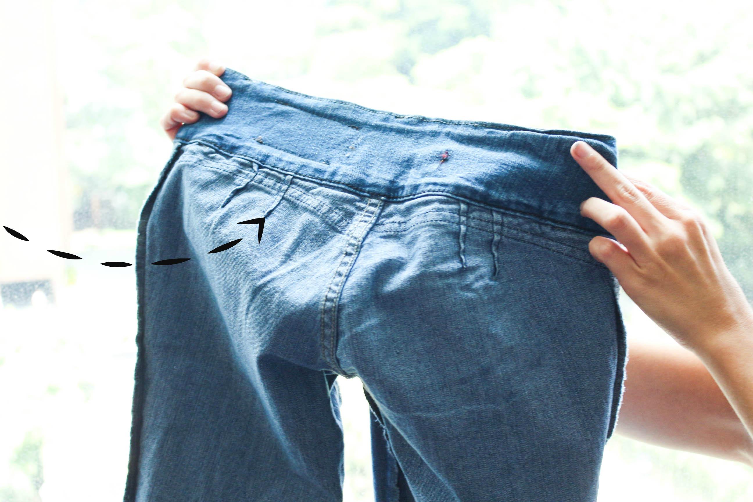 Los jeans levantacola tienen una pinza en la parte inferior de la pretina para crear más volúmen