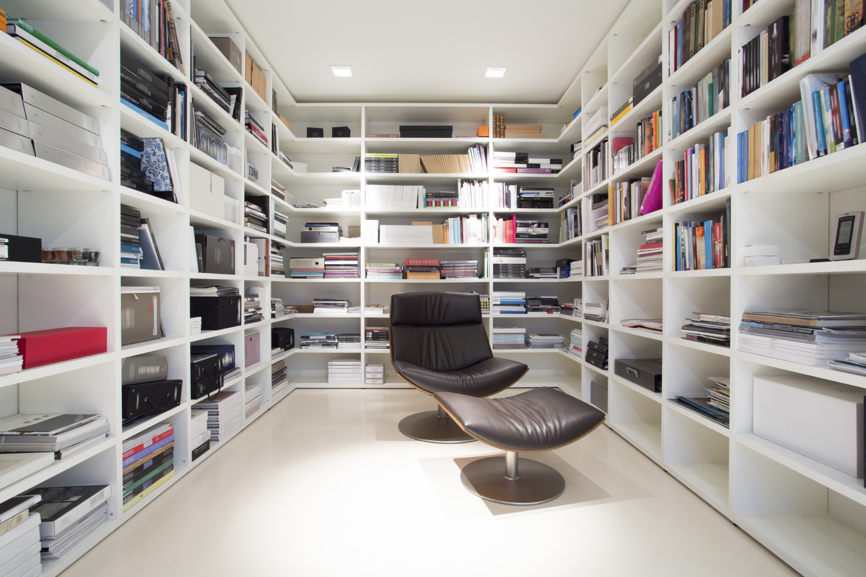 C mo crear una biblioteca moderna en tu hogar univision for Home library designs interior design