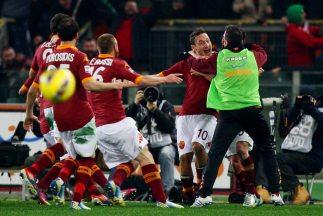 Totti y la Roma celebran el triunfo sobre Juventus.