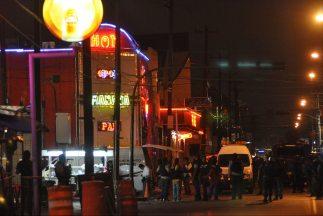 Un grupo de hombres armados mató a 20 personas en un bar de Monterrey (n...