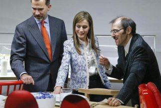 """Los príncipesrealizaron una visita a la exposición """"Tapas: Desing for F..."""