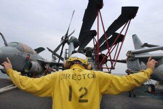 En medio de la crisis, la Marina estadounidense desplegó un quinto barco...