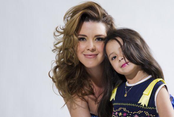 Además de ser una mamacita, Alicia Machado también es una mamita.