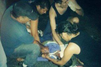 Geraldine Moreno en el momento en que es atendida. (Foto tomada de Twitt...