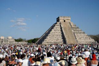 Chichén Itzá es uno de los santuarios de los mayas más visitados por los...