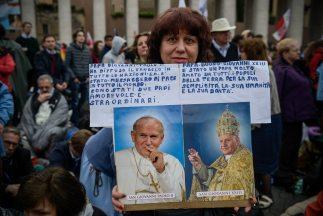 Unos 1.8 millones de fieles asistieron a la Ciudad del Vaticano para est...