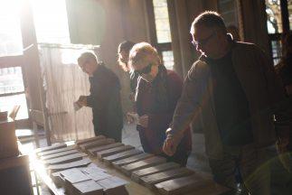 Los votantes en la industriosa y económicamente destacada región nororie...