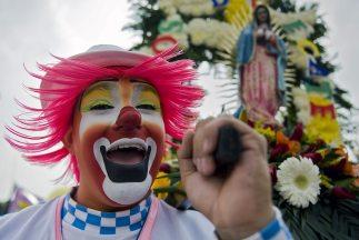 Los payasos mexicanos se preparan para realizar su peregrinación anual a...