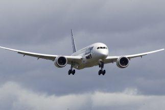 Un vuelo que iba de San Francisco a San Antonio fue desviado a Phoenix p...