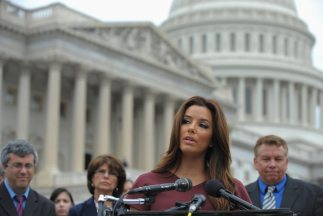 Eva Longoria habló en las escalinatas del Congreso, en el marco de un pr...