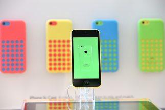 El iPhone 5S y el iPhone 5c incorporan iOS 7, la más importante actualiz...