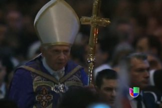 Primera aparición pública del Papa Benedicto XVI después de decisión de...