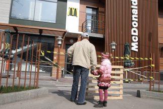 Uno de los tres restaurantes de McDonald's que permanecen cerrados en Cr...