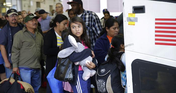 Las autoridades exhortan a que se registre a los niños en México y EE UU.