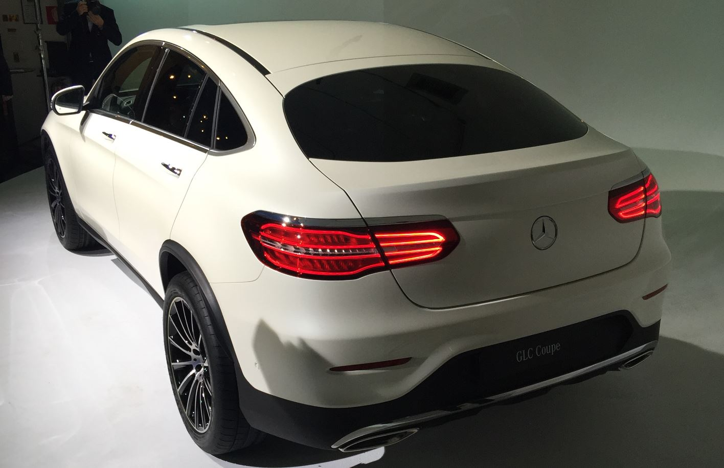 nueva york 2016 mercedes benz glc coupe 2017 univision. Black Bedroom Furniture Sets. Home Design Ideas
