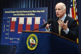 La propuesta de Jerry Brown se enfoca en la gente más rica del estado.