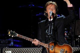 Paul McCartney graba mensaje de voz.