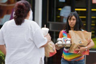 Los alimentos chatarra recibieron nuevo gravamen en México.