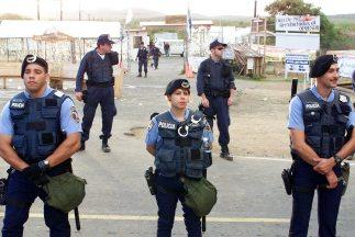 La Policía investiga si una cuarta persona que murió de varios disparos...