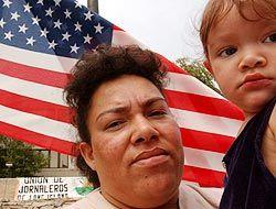 Latinos y los delitos de odio en Estados Unidos: ¿Has sido víctima de un...