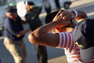La Sección 2(b) de la ley SB1070 de Arizona permite a las policías local...