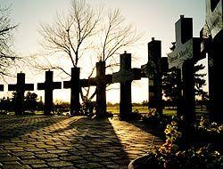 Recuerdan décimo aniversario de la matanza de Columbine, en Littleton, C...