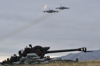 Al menos 27 personas murieron al estrellarse el avión militar An-72 en e...
