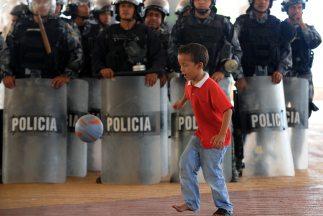 Comenzó el proceso de depuración de policías en Honduras.