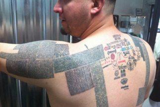 El hombre lleva más de 10 mil tatuajes en el cuerpo.