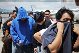 El acuerdo podría permitir que miles de indocumentados que firmaron la s...