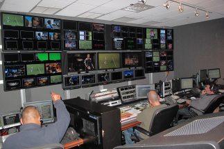 Aquí y Ahora sale al aire en la cadena Univision los martes a las 10 pm...