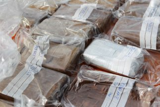 El alijo de droga fue hallado oculto en la carrocería de un camión duran...