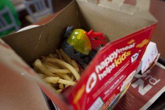 Los policías recuperaron 10 bolsas selladas que contenían heroína dentro...