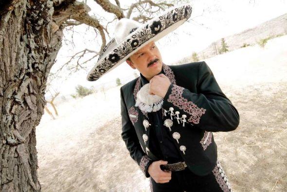 Pepe Aguilar rinde un merecido homenaje a Vicente Fernández con el disco...