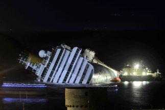 La operación para rescatar al Concordia es la mayor de su tipo, ya que i...