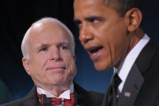 El Senador republicano de Arizona, John McCain, junto al presidente de E...