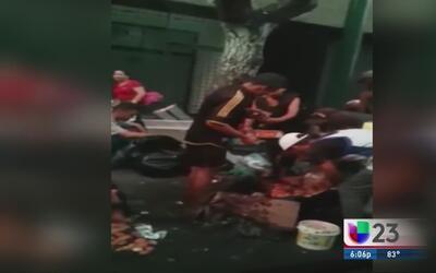 Venezolanos comen de la basura por crisis