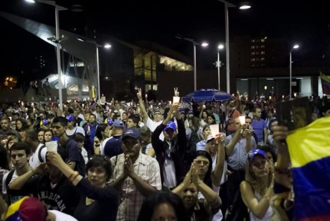 Los manifestantes en Chacao desplegaron una gran bandera de Venezuela.