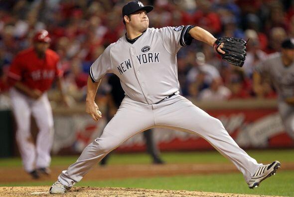 Joba Chamberlain fue el segundo pitcher para los Yankees, lanzando la qu...